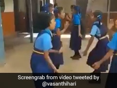 स्कूली छात्राओं ने डांस करते हुए याद किया 3 का पहाड़ा, Viral Video देख लोगों ने ऐसे किया रिएक्ट