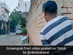 लड़कों ने मजाक में चिल्लाया- '40 रुपये किलो प्याज ले लो...', आंटियां आ गईं बाहर और फिर- देखें मजेदार Video