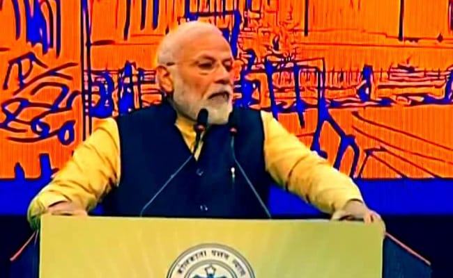 लद्दाख में संघर्ष पर शिवसेना का PM मोदी पर निशाना, सामना में लिखा 'गड़बड़ी सीमा पर नहीं, दिल्ली में है'