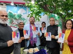 पुस्तक मेले में सामाजिक कार्यकर्ता व लेखिका शीला डागा की किताब 'किन्नर गाथा' का लोकार्पण