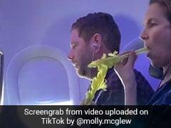 TikTok Viral Video: प्लेन के अंदर महिला ने खाई ऐसी चीज, देखकर लोग हैरान, 30 लाख से ज्यादा बार देखा गया वीडियो