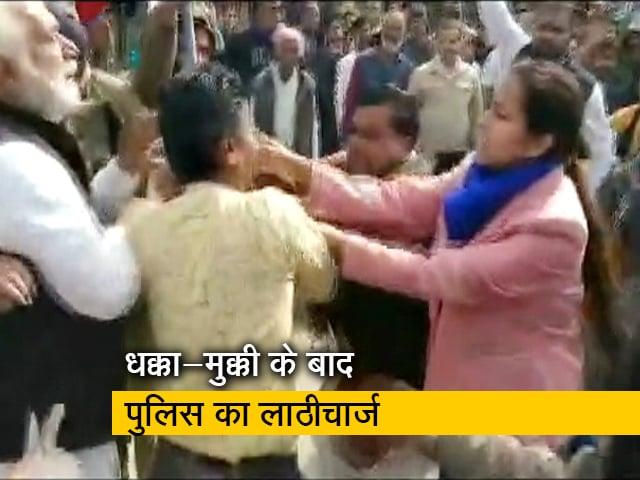 Videos : MP के राजगढ़ में CAA समर्थक रैली में झड़प, डीएम ने BJP कार्यकर्ता को जड़ा थप्पड़