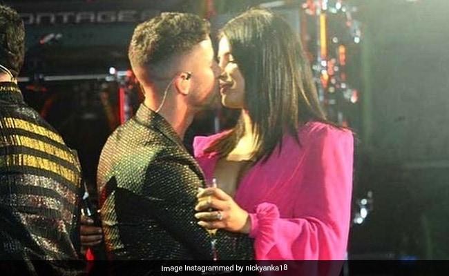 Priyanka Chopra And Nick Jonas Give A Musical Start To The Year With Mid-Concert PDA