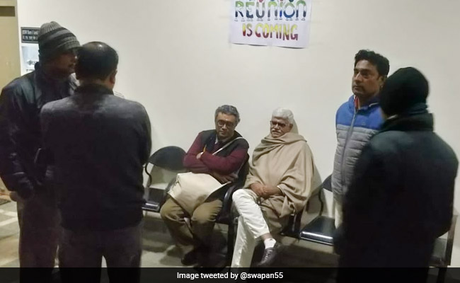 BJP MP Swapan Dasgupta Locked Up By Students In Bengal For 6 Hours