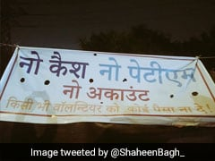 """No Cash, No Paytm"" Posters At Shaheen Bagh To Refute Claims Of Paid Protests"