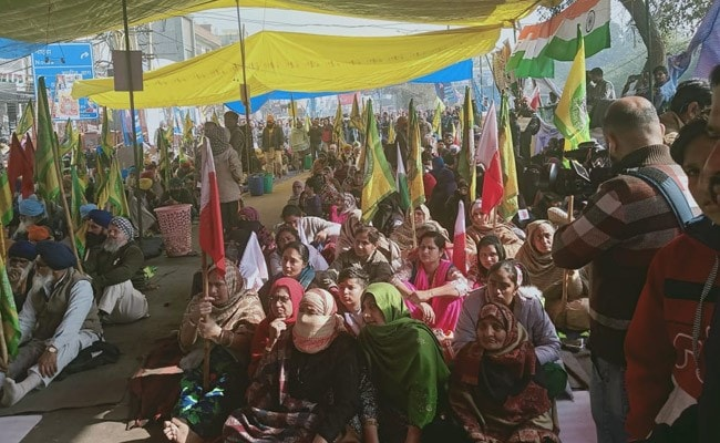 Citizenship Act Protesters In Delhi Accuse Police Of Pulling Down Tents