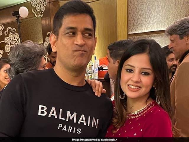 MS Dhoni Runs Away As Armaan Malik Calls Him On Stage, Sakshi Brings Him Back. Watch Video