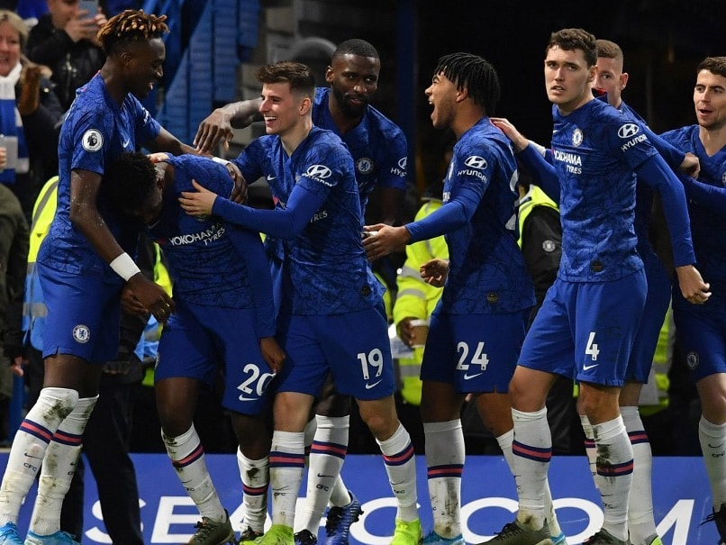 Chelsea, Manchester United Cruise, Southampton Stun Leicester In Premier League