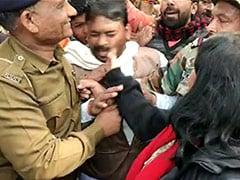 CAA के समर्थन में प्रदर्शन कर रहे बीजेपी नेता को महिला कलेक्टर ने जड़ा थप्पड़, लाठी चार्ज में दो घायल; देखें VIDEO
