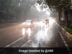 दिल्ली-NCR में हुई बारिश, कई जगह पर ट्रैफिक जाम की स्थिति