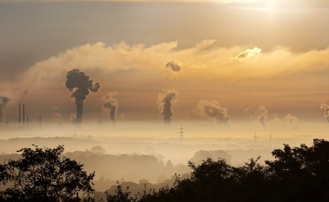 Air Pollution Linked With Higher Risk Of Dementia, Finds Study