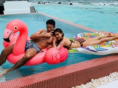 Sara Ali Khan's Holiday Abs Are Burning Up Instagram. Fitness Instructor Namrata Purohit's Reaction