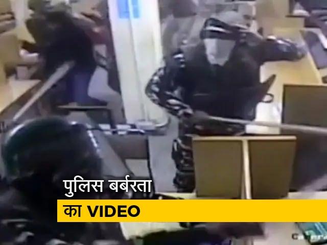 Videos : जामिया यूनिवर्सिटी की लाइब्रेरी में पढ़ाई करते वक्त छात्रों की हुई थी पिटाई, Video आया सामने