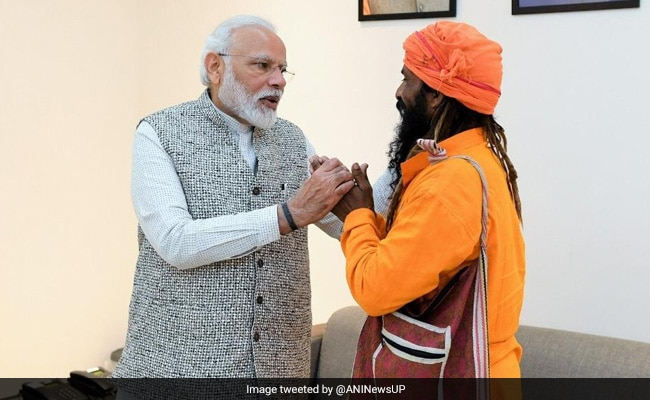 PM Modi Meets Rickshaw Puller Who Invited Him To Daughter's Wedding
