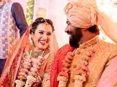 Newly-Married Kamya Panjabi Introduces Herself As 'Mrs Shalabh Dang.' See Wedding Album