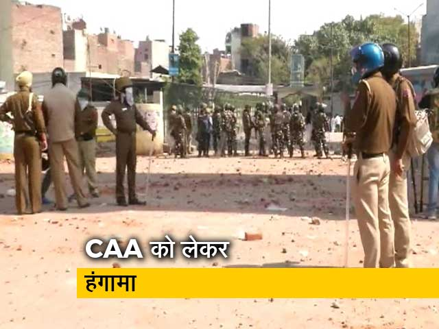 Videos : दिल्ली : CAA को लेकर हुई हिंसा में एक पुलिसकर्मी समेत 4 लोगों की मौत