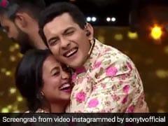 नेहा कक्कड़ बनीं दुल्हन, तो घोड़ी चढ़े आदित्य नारायण, इंडियन आइडल के सेट पर रचाई शादी... देखें Video