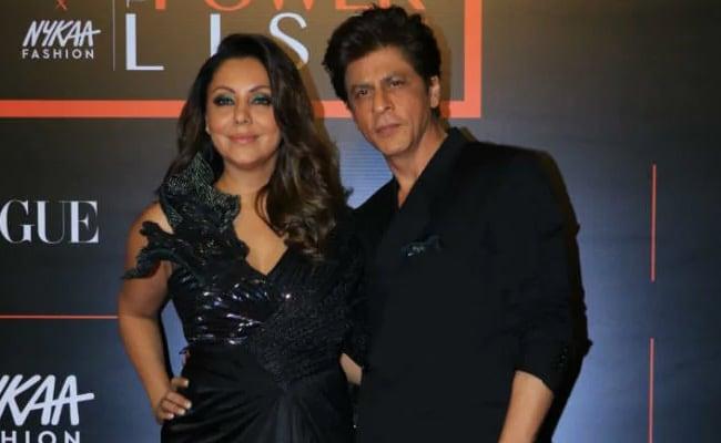 जब ससुराल वालों की हरकत देख रिसेप्शन में Shah Rukh Khan ने गौरी से कहा- चलो बुर्का पहनो...देखें Video
