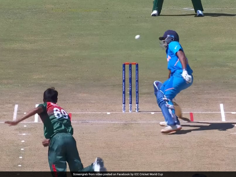 IND vs BAN U-19 World Cup Final: Bangladesh Bowler Nearly Hits Indian Divyansh Saxena On His Head Watch: Sports News in Bengali