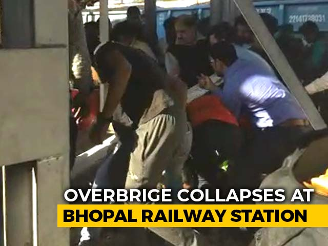 Video : Nine Injured As Portion Of Overbrige Collapses At Bhopal Railway Station