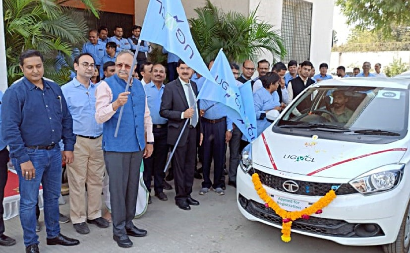 Minister of Energy, Saurabhbhai Patel & Mahesh Singh, MD, UGVCL, flag of the Tata Tigor EVs
