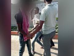 आदिवासी युवक को नाबालिग महिला दोस्त के साथ पकड़ा, जूते से की पिटाई-काटे बाल, VIDEO वायरल होने के बाद FIR