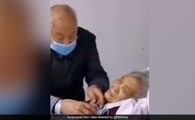 Heartbreaking Video Of Chinese Couple Infected With Coronavirus Is Viral