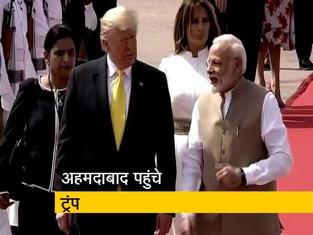 Video : अहमदाबाद पहुंचे अमेरिकी राष्ट्रपति डोनाल्ड ट्रंप, पीएम मोदी ने गर्मजोशी से किया स्वागत