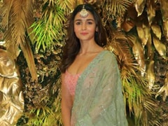All Eyes Are On Alia Bhatt In A Gorgeous Pastel <i>Lehenga</i>