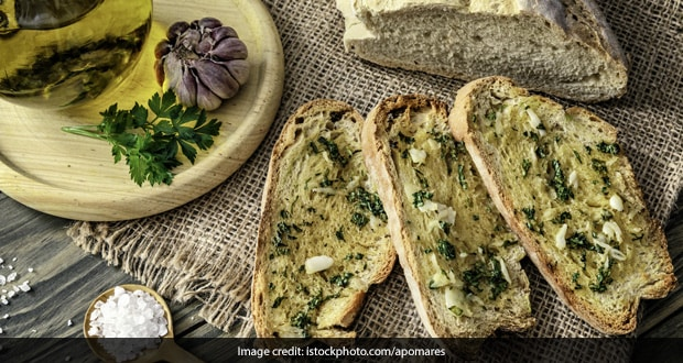 How To Make Multi-Grain Garlic Bread At Home In 20 Minutes