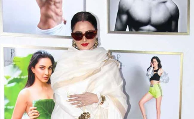 'Yaha Danger Zone Hai': Rekha Hilariously Walks Away From Amitabh Bachchan's Pic At An Event