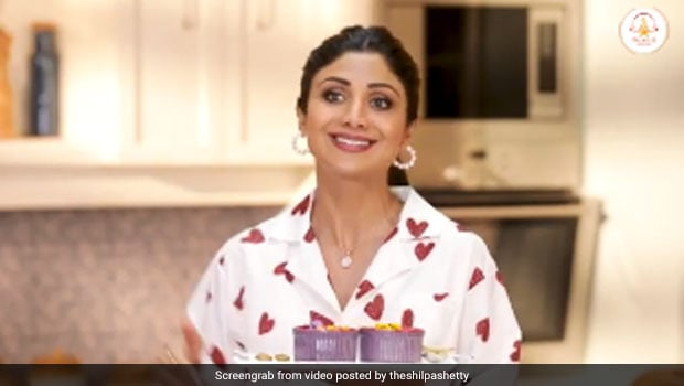 Shilpa Shetty Shared Valentines Day Special Recipe Of A Lovely Chocolate And Fruit Dessert