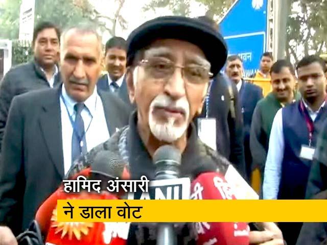 Video : हामिद अंसारी ने डाला वोट, दिल्ली वालों से बोले- मतदान जरूर करें