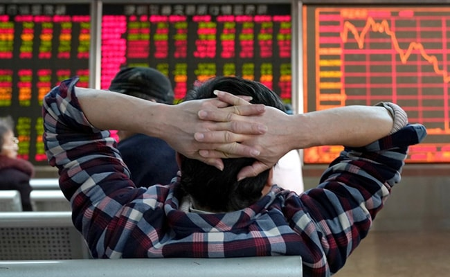 Europe, US Markets Slump On Virus Fears, Global Slowdown Threat Looms