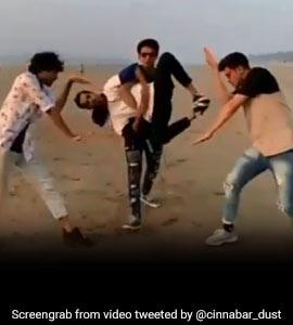 Muqabla सॉन्ग पर चार लड़कों ने किया ऐसा जबरदस्त डांस, देखकर आपका भी चकरा जाएगा सिर, देखें Viral Video