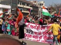 दिल्ली: जाफराबाद मेट्रो स्टेशन के पास CAA और NRC के विरोध में जुटी भीड़, जाम की सड़क, पुलिस तैनात