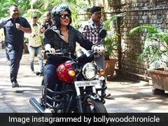 मुंबई की सड़कों पर बाइक चलाकर करीना कपूर के शो में पहुंची सोनाक्षी सिन्हा...देखें Video