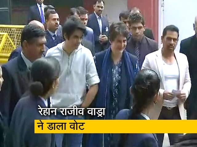 Video : प्रियंका गांधी के बेटे रेहान राजीव वाड्रा ने पहली बार डाला वोट