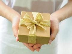 Diwali Gift: दिवाली पर ये गिफ्ट्स देकर अपने प्रियजनों को कर सकते हैं खुश, यहां देखें Ideas