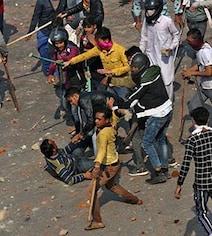 नॉर्थ ईस्ट दिल्ली हिंसा: किसी का ऑटो जला तो कोई घर छोड़कर चला गया, लोगों ने सुनाई अपनी-अपनी आपबीती