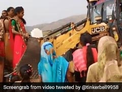 How These Women Used A JCB Excavator Is Prime Indian <i>Jugaad</i>. Watch