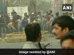 CAA Protest: दिल्ली के मौजपुर मेट्रो स्टेशन के पास पत्थरबाजी, मेट्रो स्टेशन के गेट किए गए बंद
