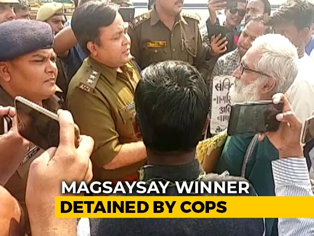 Video : Magsaysay Award Winner Arrested On Way To Anti-CAA March In UP