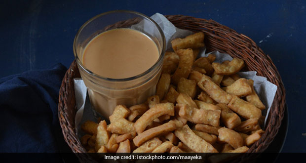 Try this Healthy Baked Namakpara with a cup of your evening tea