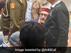 दिल्ली विधानसभा चुनाव : केंद्रीय मंत्री गिरिराज सिंह पर वोटरों को पैसा बांटने का आरोप, देखें-VIDEO