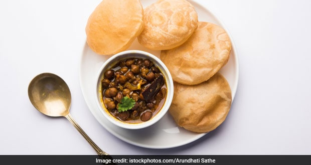 Watch: Try This Quick And Easy Kala Chana Rasedaar At Home For A Wholesome Dinner