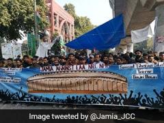 சிஏஏ எதிர்ப்பு:  ஜாமியா பல்கலை. மாணவர்கள் நாடாளுமன்றம் நோக்கி பேரணி!