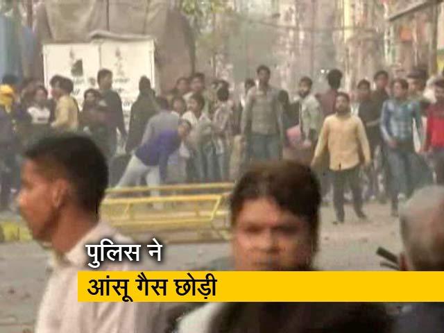 Video : दिल्ली के जाफराबाद में सीएए विरोधी प्रदर्शन के दौरान झड़प