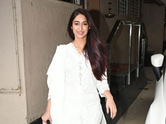 Ileana D'Cruz Proves That A <i>Chikankari</i> Suit Is Perfect For A Daytime Look