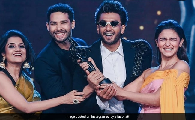 Filmfare Awards 2020: When Alia Bhatt, Ranveer Singh And Siddhant Chaturvedi Celebrated Their Win Gully Boy-Style thumbnail